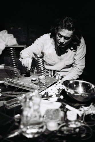 Kazuo Imai next to springs and objects at INSTAL 08