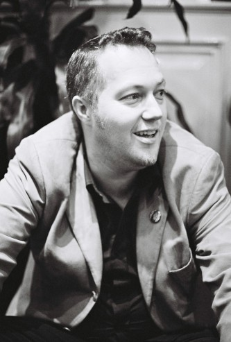 Lee Patterson sitting backstage at INSTAL 06