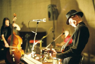 Jandek playing guitar at Issue Project Room