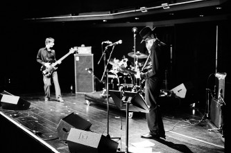 Jandek on stage with Richard Youngs and Alex Neilson at MLFC 05