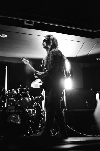 Keiji Haino playing an electric guitar at MLFC 05