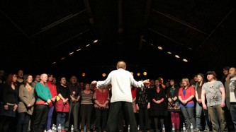 Phil Minton conducts a large choir
